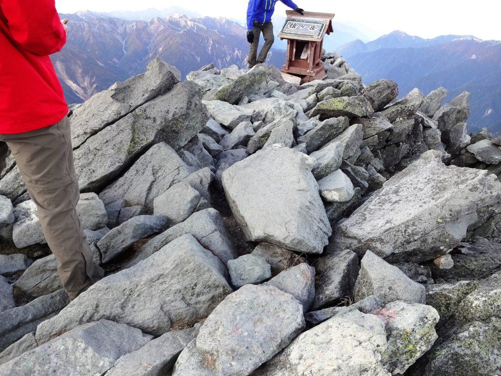 槍ヶ岳の頂上ってこんなに狭かったっけ