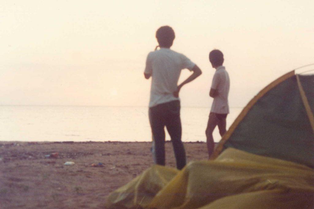 大原海岸の砂浜にテント設営