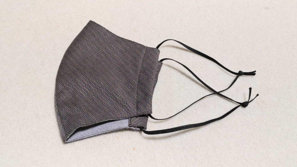 三河木綿の立体フィットマスク 耳ゴムを結ぶ