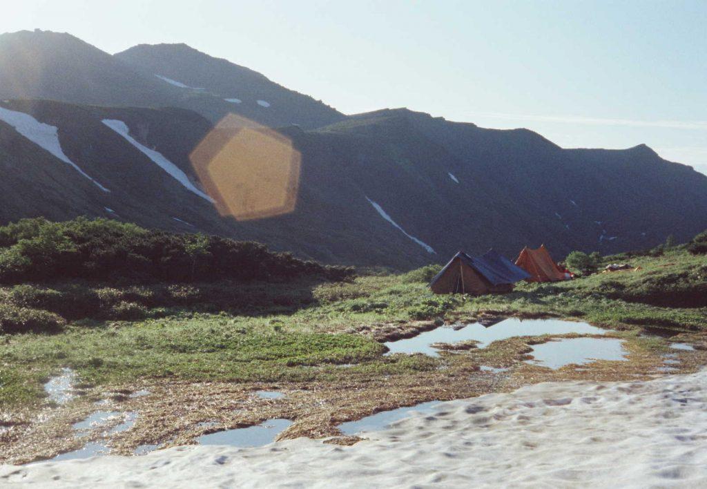 ユウトムラウシ花園の家型テント