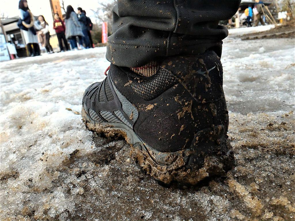 ミズノのウエーブアドベンチャーBRと泥はね