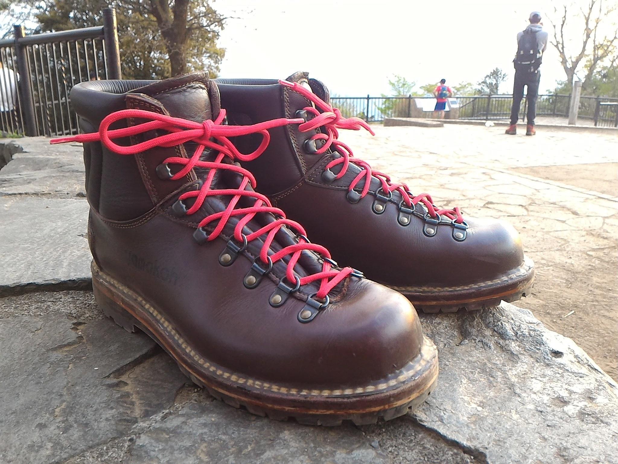 山幸オリジナル軽登山靴で高尾山に登る